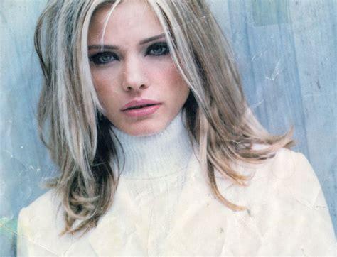 ash blonde with black low lights crackin ash blonde highlights hair pinterest
