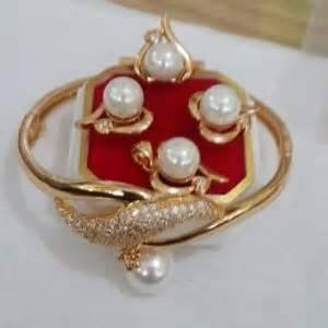 Kalung Mutiara Air Tawar Tali Lateks 02 perhiasan mutiara lombok murah meriah untuk oleh oleh kerabat anda harga mutiara lombok