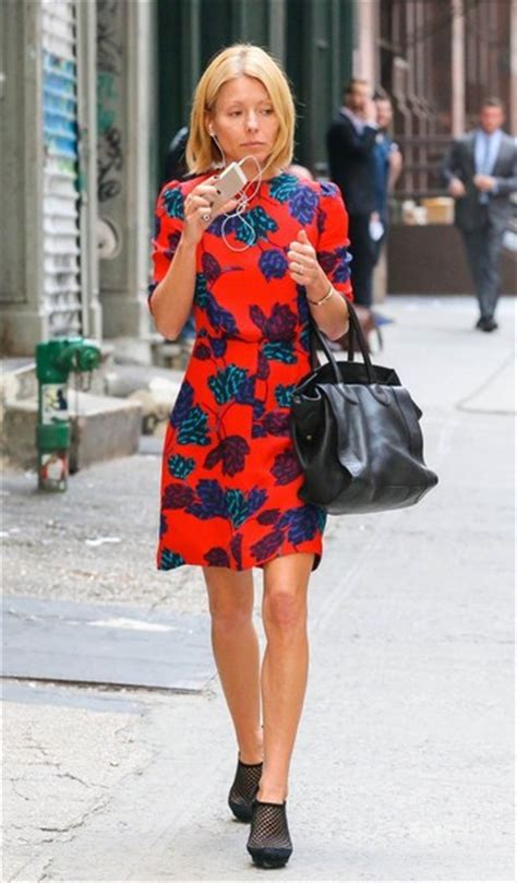 kelly ripa in shorts out and about in new york hawtcelebs kelly ripa out and about new york city gotceleb