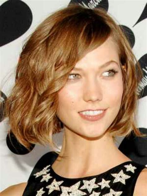 ways to style chin length hair wavy chin length bob bob pinterest