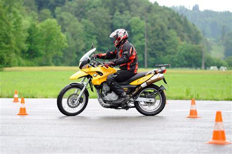 Motorrad Fahrschule Ausr Stung by Motorrad Grundkurse Fahrschule Aebischer Aarau