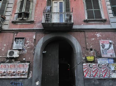 sede casapound roma napoli 50 antifascisti assaltano la sede di casapound