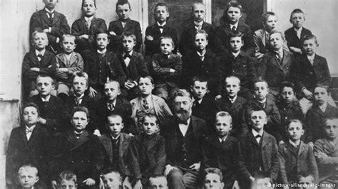biografi adolf hitler dalam bahasa sunda bagaimana hitler dan nazi menggunakan isu islam untuk