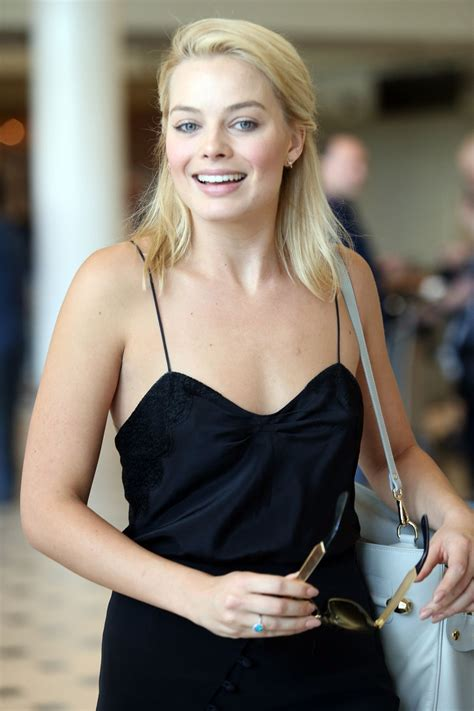 margot robbie at brisbane international airport hawtcelebs