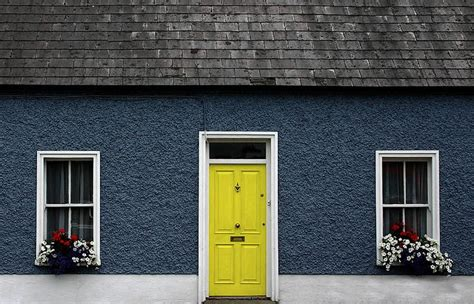 yellow house with blue door 7 best images about blue house yellow door on pinterest