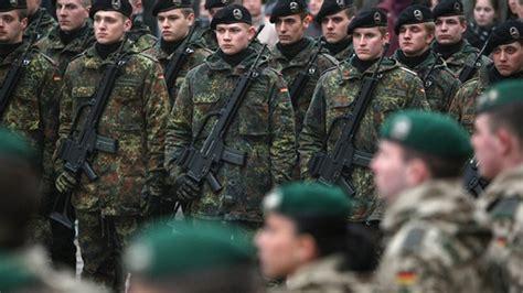 armas y uniformes de 8430570365 alemania cogi 243 su fusil el ej 233 rcito alem 225 n podr 225 usar armas por primera vez desde 1945 rt