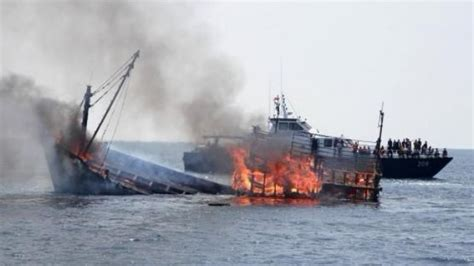 sinking fishing boat gif indonesia will stop sinking fishing boats