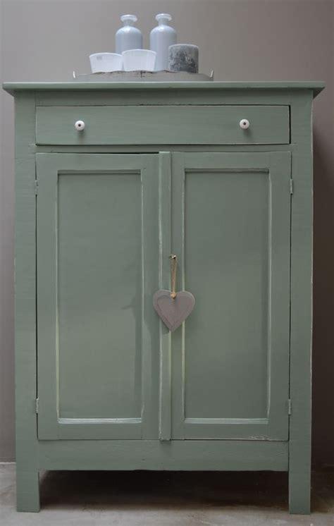 brocante babykamer accessoires leuke brocante kast in oud groen leuk in de keuken of