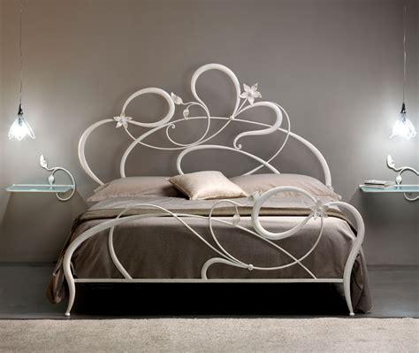 letti di ferro battuto moderni letto matrimoniale in ferro battuto anemone di cosatto