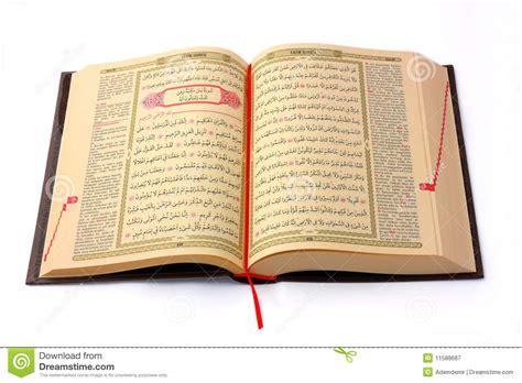 Set Koran Uq de heilige geopend en ge 239 soleerde koran stock afbeelding afbeelding bestaande uit sluit allah