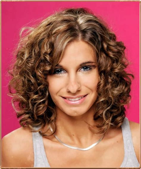 Curly Hairstyles For Medium Length by The 25 Best Ideas About Medium Length Curly Hairstyles On