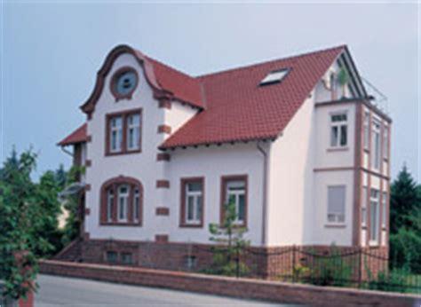 welche fassadenfarbe passt zu roten dachziegeln engobierte dachziegel nat 252 rliche farben auf dem dach