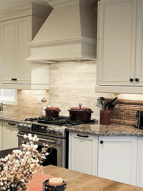 kitchen backsplash travertine best 25 travertine backsplash ideas on