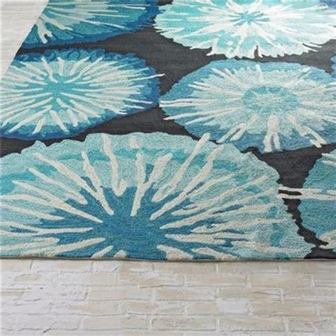 blau weißer teppich teppich designs f 252 r den au 223 enbereich die ins haus