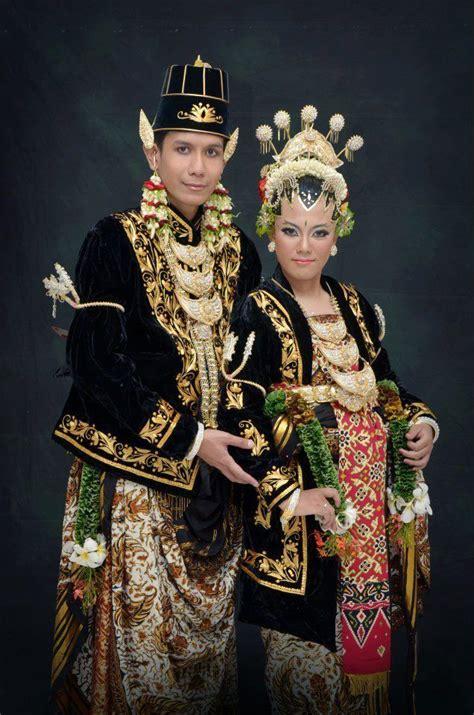 Baju Adat Surabaya alasan kenapa baju pengantin jawa berwarna hitam padahal kan warna berkabung ya