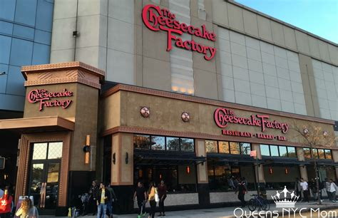 review the cheesecake factory restaurant center