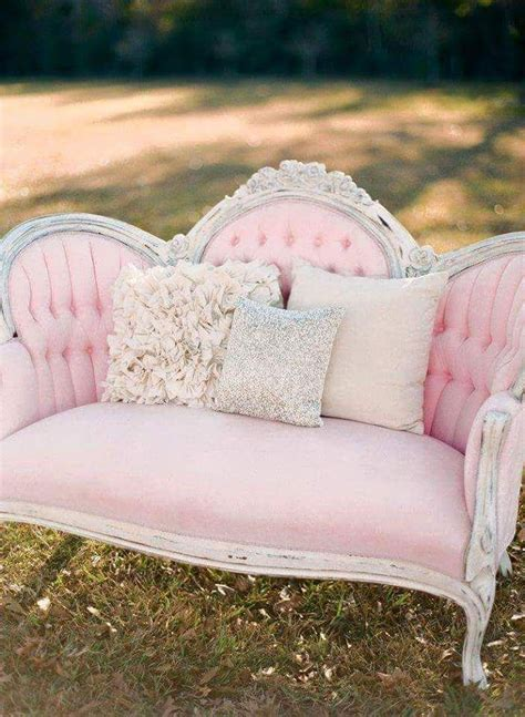 vintage pink sofa 25 best ideas about vintage sofa on pinterest velvet