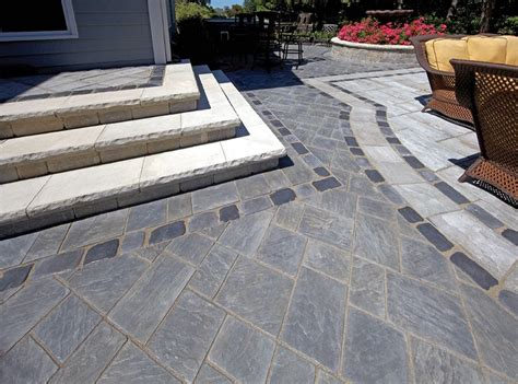 Unilock Richcliff Yorkstone And Richcliff 174 Patio With Brussels Dimensional