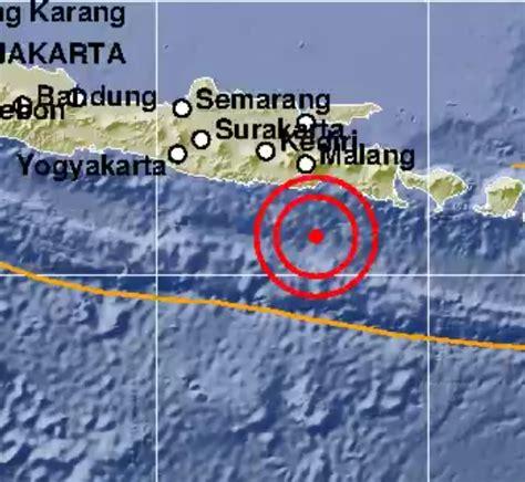 malam hari  gempa bumi guncang perairan lumajang jawa