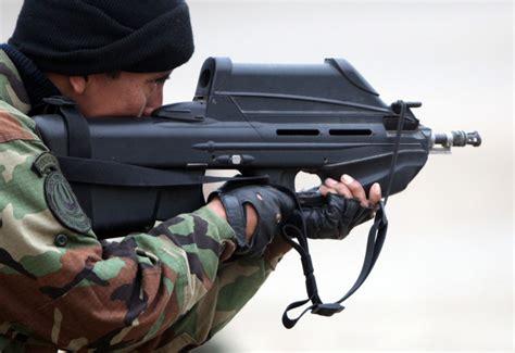 Raket Sniper 2000 fabrique nationale fn f2000 bullpup assault rifle