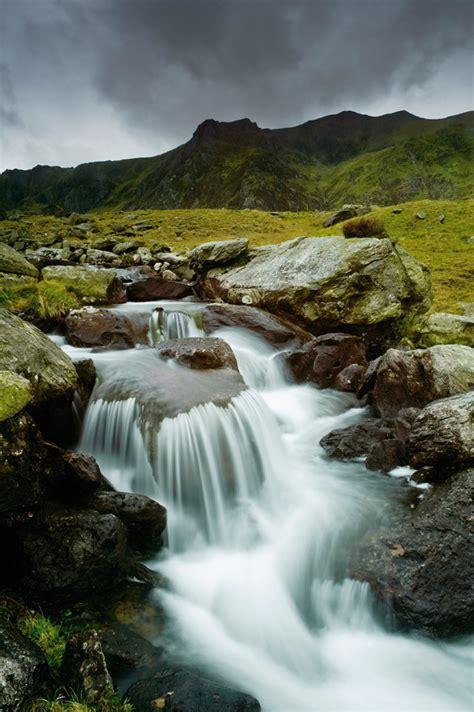 Landscape Movements Fujifilm Reveals Slr Like 8mp Compact Water