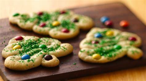 swirly christmas tree cookies recipe from pillsbury com