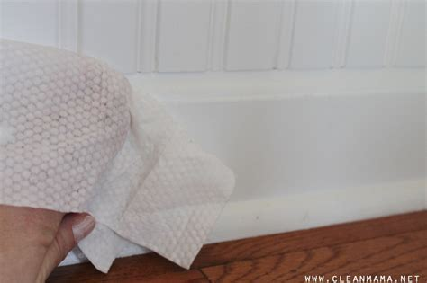 19 Insanely Clever Uses for Baby Wipes