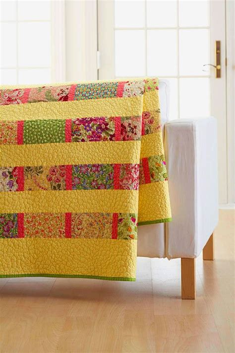 quilt pattern fat quarter this easy quilt takes on many different looks quilting