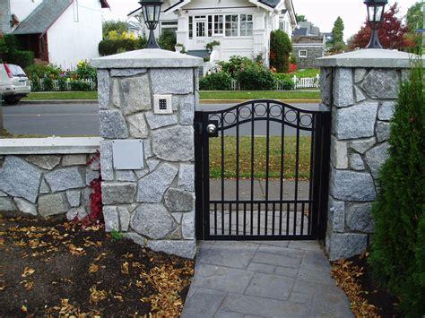 Pedestrian gates harbour door