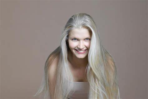 academy awards gray hair and blond streaks graue haare forscher suchen mittel gegen das ergrauen