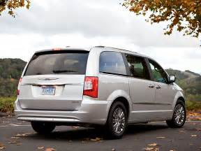 Chrysler Town Country Minivan 2016 Chrysler Town And Country Price Photos Reviews