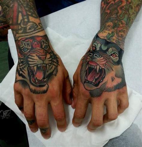 tattoo old school mani tatouage new school main loup tigre par tattoo blue cat