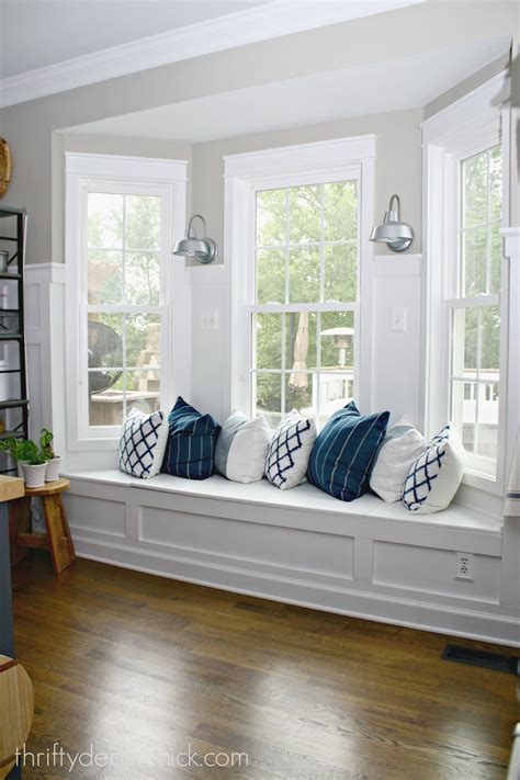 bay window seating ideas adding some color to the kitchen from thrifty decor chick