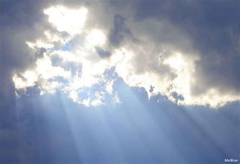 Light Rays Ray Of Light Quand La Lumi 232 Re Transperce Les Nuages