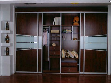 armoire chambre a coucher porte coulissante inspiration escalier moderne