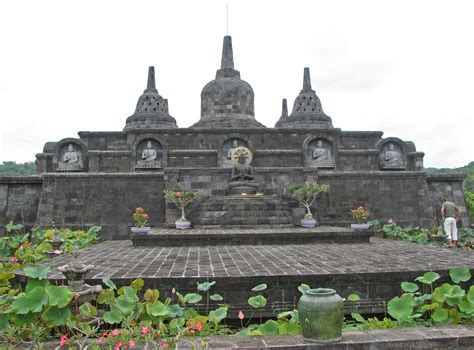 Exploring the Northern of Bali: Buddhist Temple in Banjar