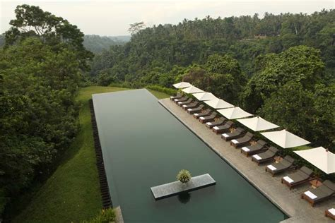 bali infinity pool 20 infinity pools that are honeymoon heaven modern wedding