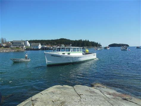 lobster boat take out lobster boat launching in downeast maine maine ly lobster