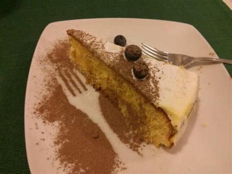 zitronen kuchen warmer zitronenkuchen als dessert picture of l isola