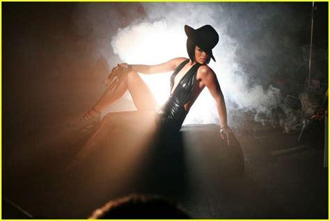 Rihanna Umbrella Single New Record by Subliminal Messages In Rihanna S Hit Umbrella