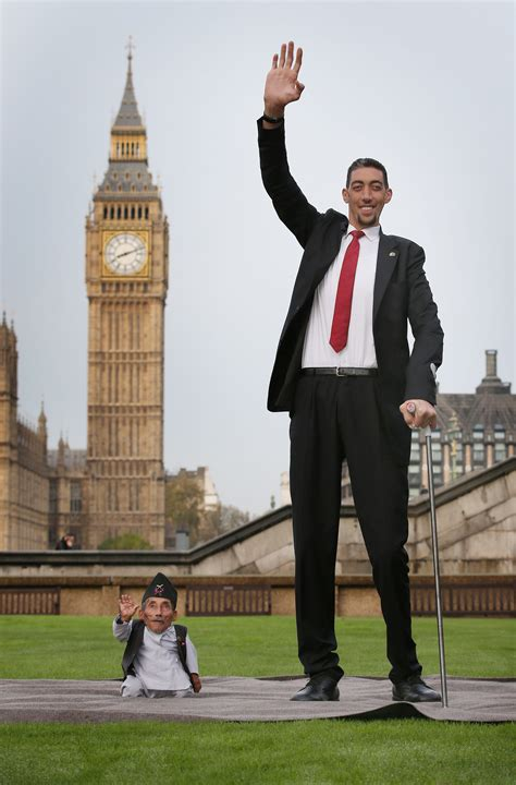 Records International Aww World S Tallest And Shortest Meet For Guinness World Records Day Photos