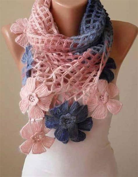 fiori maglia e uncinetto sciarpa o coprispalle con fiori stupendi all uncinetto