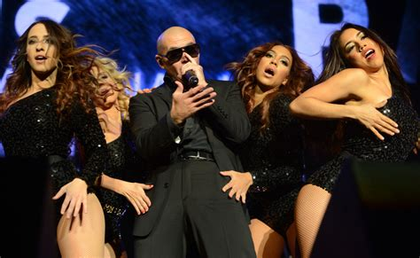 dancer pit pitbull and ke ha get toronto crowd review