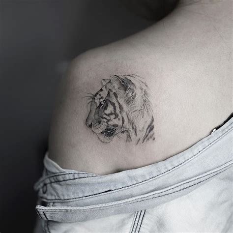 tiger shoulder tattoo best 25 white tiger ideas on tiger