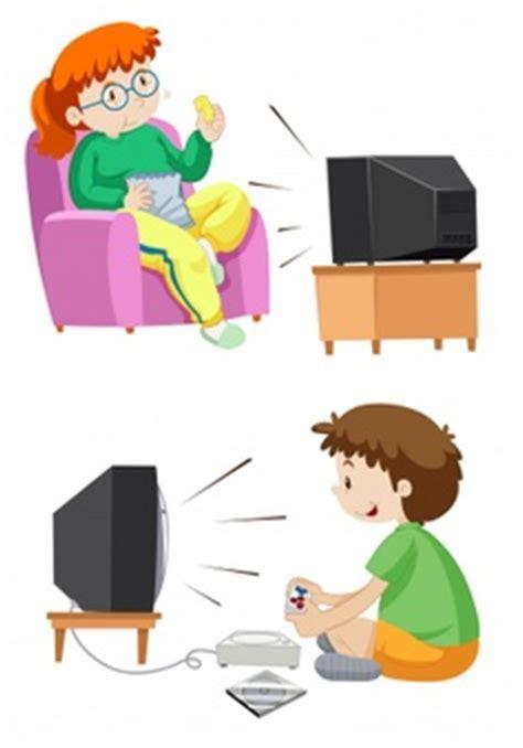 imagenes animadas viendo tv ninos jugando fotos y vectores gratis