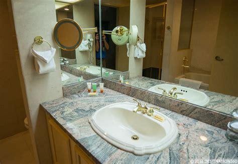 Bathroom Destination America Luxor Hotel Room Luxor Las Vegas Rooms
