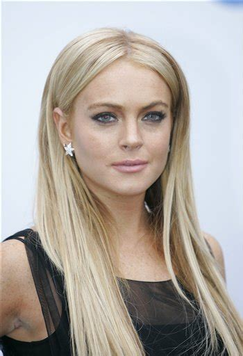 lindsay lohan with medium ash blonde hair very long and curly source hairstyles7 net lindsay lohan straight hair