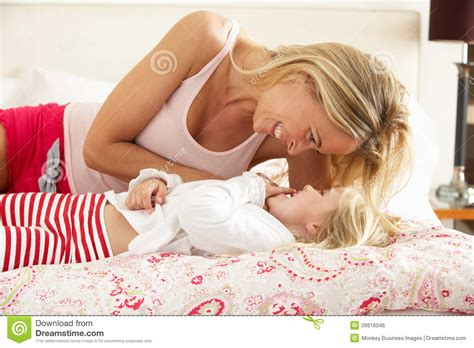 hot girls in bed together mother and daughter in bed hot girls wallpaper
