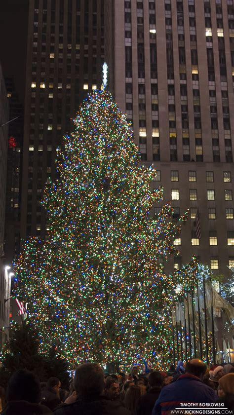 wallpaper rockefeller center tree 2 17 rockefeller tree 12 17 2012 wallpaper kicking designs