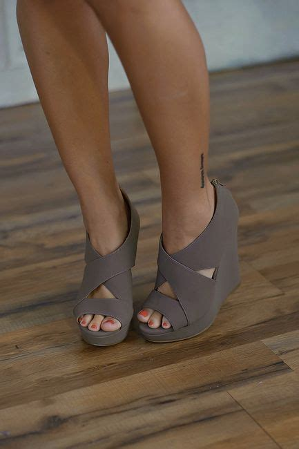 Most Comfortable Heels For Plus Size by 71 Best Images About Semi Formal Dresses On